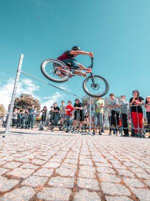 Ricardo Simões numa demonstração de Bike Trial e Parkour em Espinho